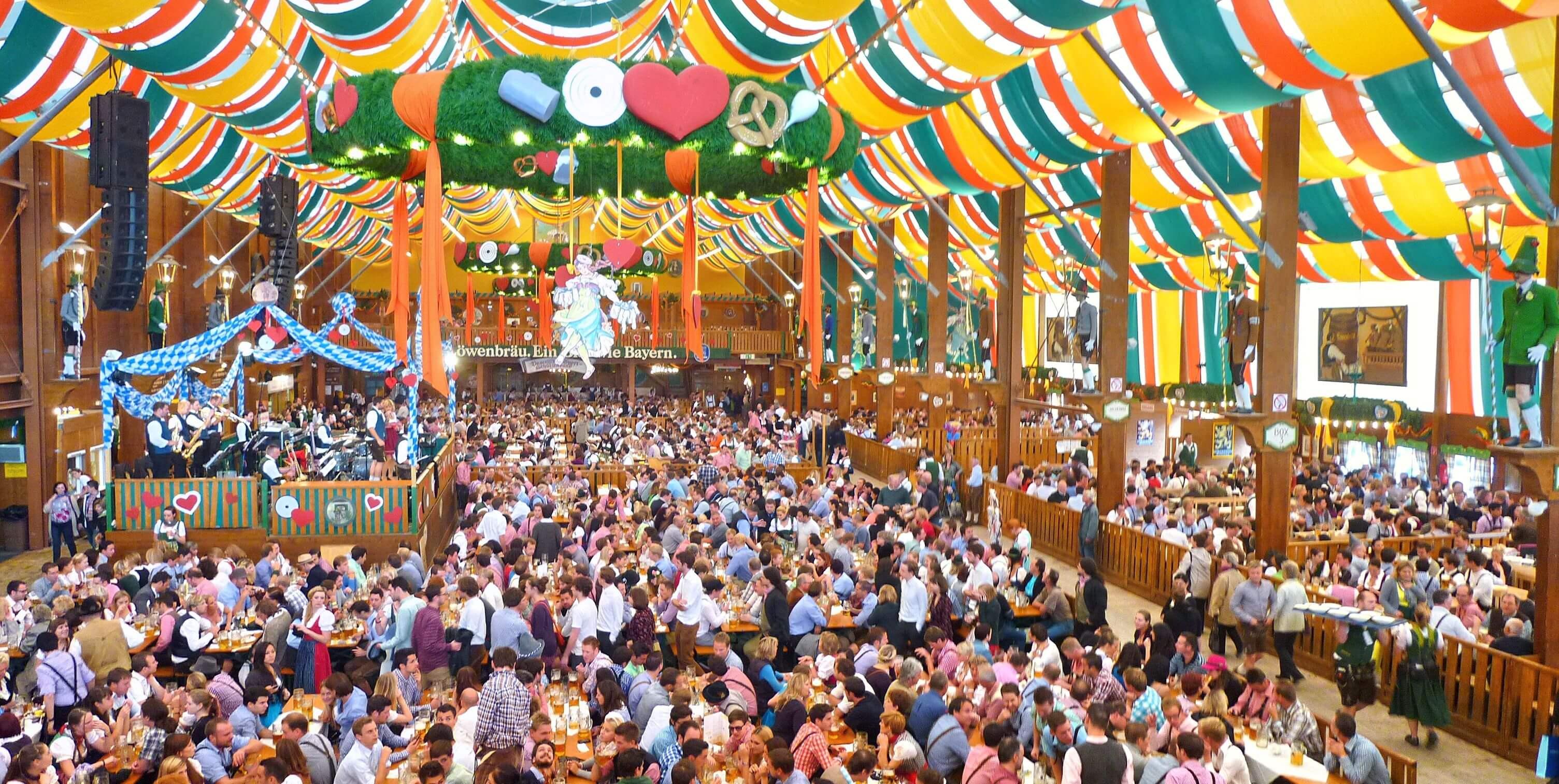 München_Schützen-Festzelt_Oktoberfest_2012_01